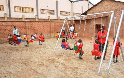 Altalene, scivoli e giostrine per i bambini della BCK Nursery